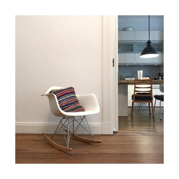 #eames #armchair #rar in a flat we lived in  #hamburg #germany 🇩🇪 #lange #reihe #weekend #kitchen in a nice flat