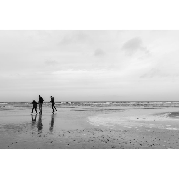 #Children #playing at the #beach of #Warnemünde.  #Wintertime at the #Baltic #Sea 🌊