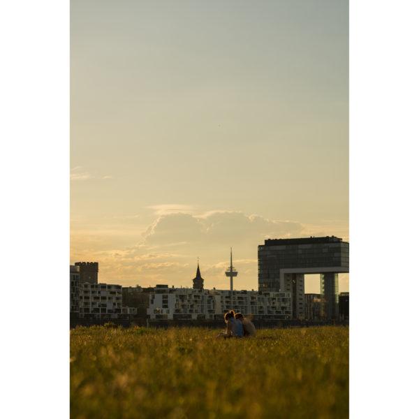 Pollerwiesen in Köln mit Blick auf die Kranhäuser