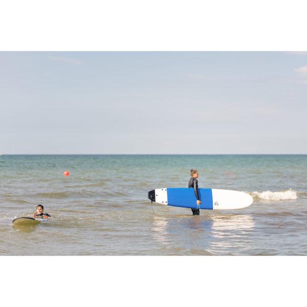 Surferin am Strand von Warnemünde